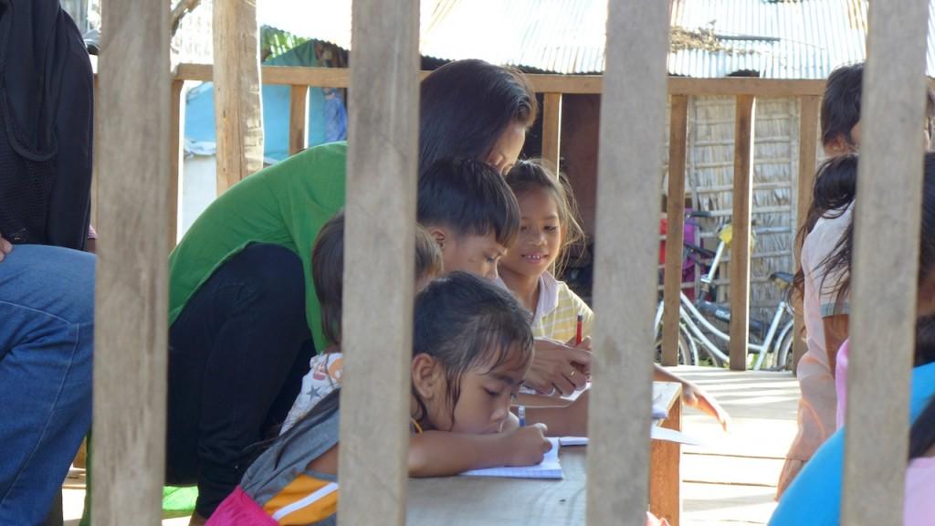 Cours d'anglais à l'école du village.