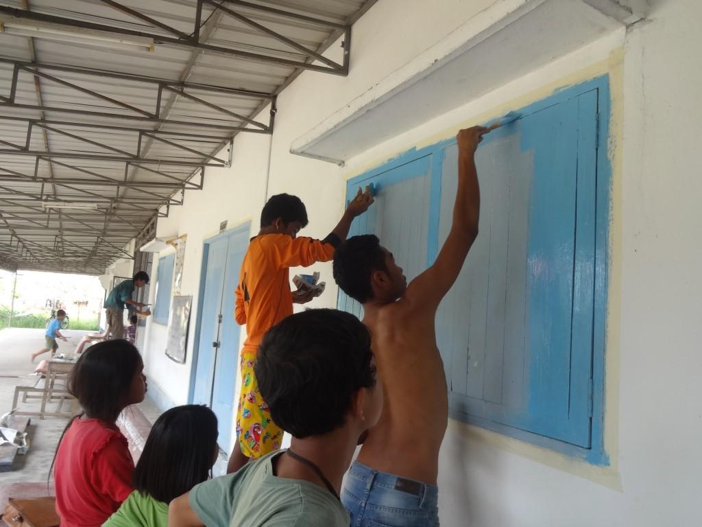 A Koh Kong, après le ponçage, la peinture